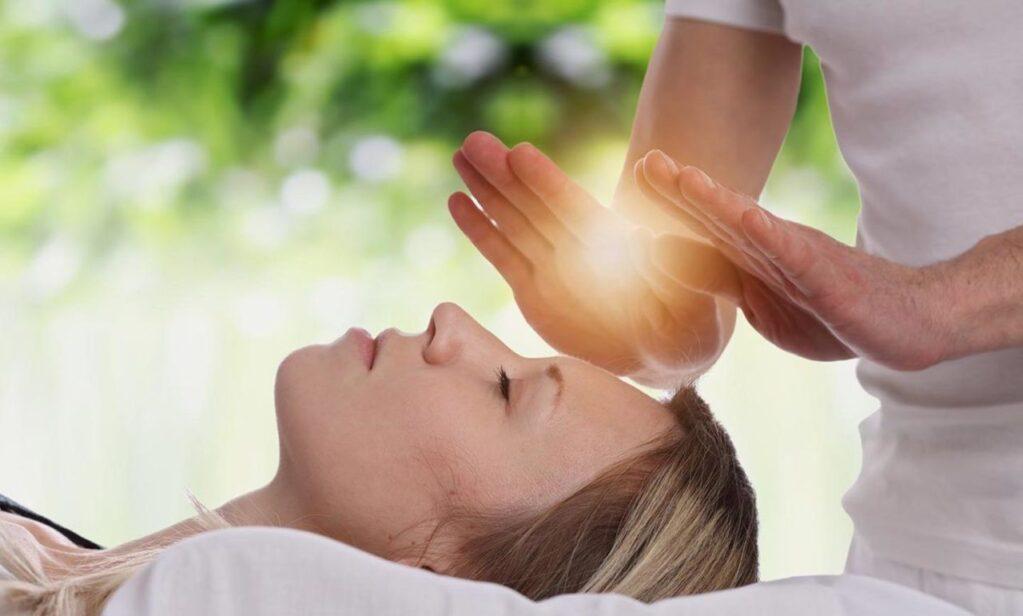 curar con las manos